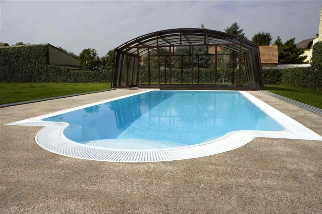 Type granada swimming pools polypool m ck for Types of swimming pool